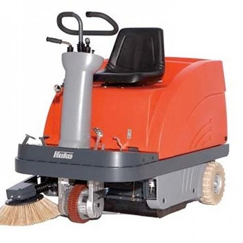 HAKO P900-R RIDE-ON VACUUM SWEEPER, ENGINE DRIVE
